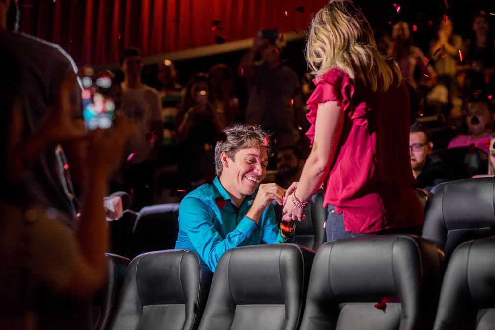 Capixaba realiza pedido de casamento inusitado em cinema da GV ...