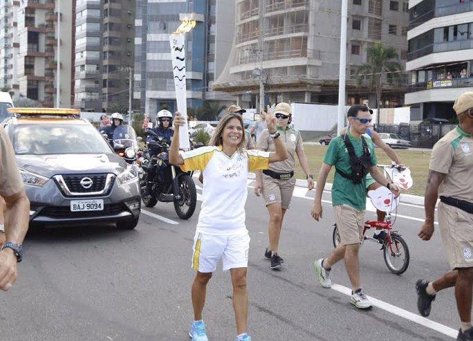 Veja como foi a passagem da Tocha Olímpica por Vitória   Folha ...