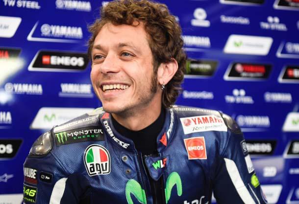 Rossi ofusca Iannone e conquista pole em etapa da Itália da MotoGP
