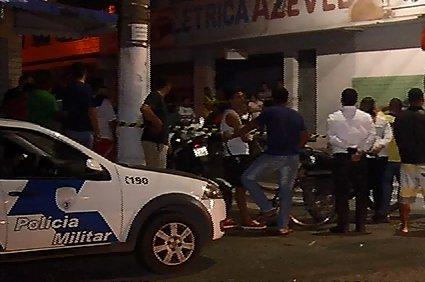 Rapaz é assassinado a tiros no meio da rua em Vila Velha   Folha ...