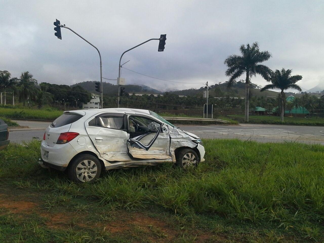 Quatro pessoas da mesma família ficam feridas em acidente na ...