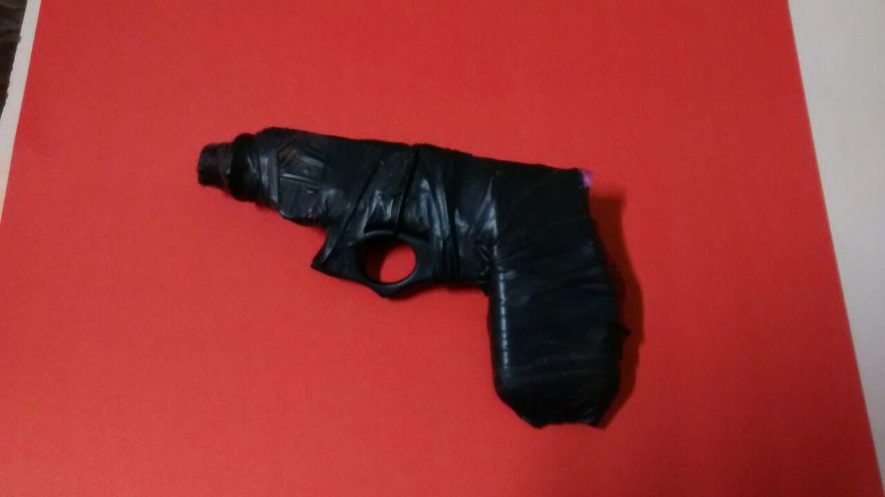 Dupla rende mulheres com arma falsa e leva celular de R$ 1 mil em ...
