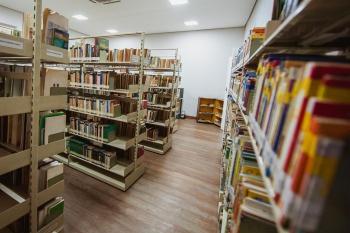 Biblioteca de Vitória é reaberta com mais de 17 mil títulos | Folha ...