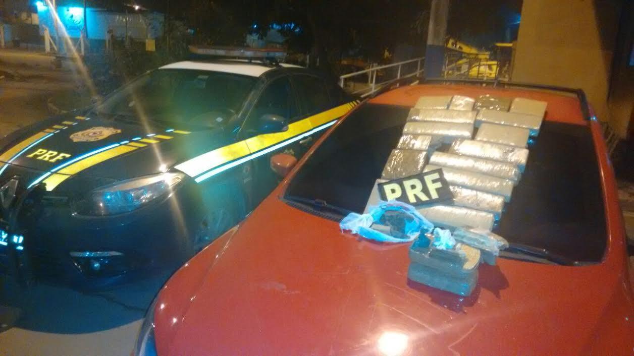 Carro roubado e com 18 Kg de drogas é preso pela PRF na 262