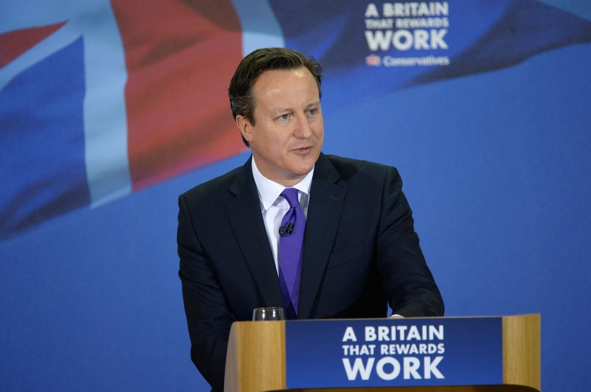 Reino Unido decide sair da UE e primeiro-ministro anuncia renúncia