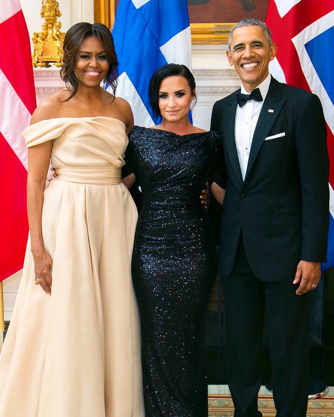 Demi Lovato compartilha foto ao lado de Obama e de Michelle ...