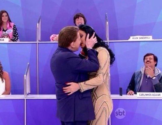 Silvio Santos diz que ainda está 'jovenzinho' e tenta beijar Hellen ...