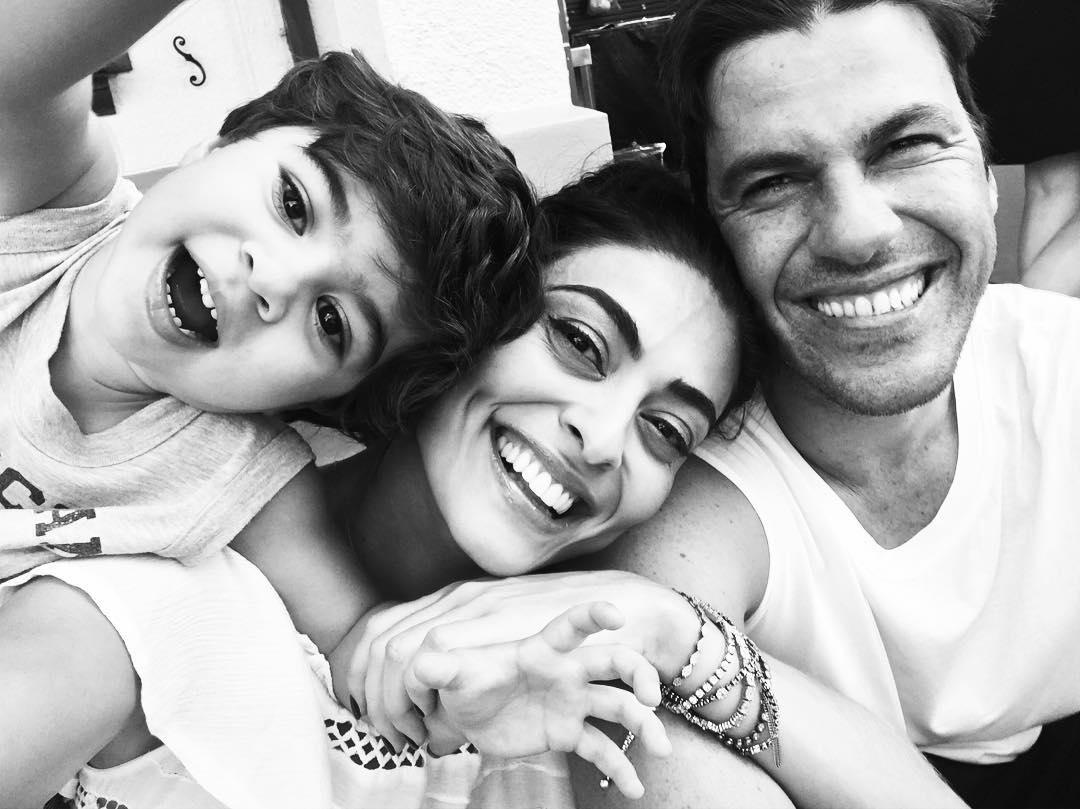 De férias, Juliana Paes curte Disney ao lado dos filhos e marido ...