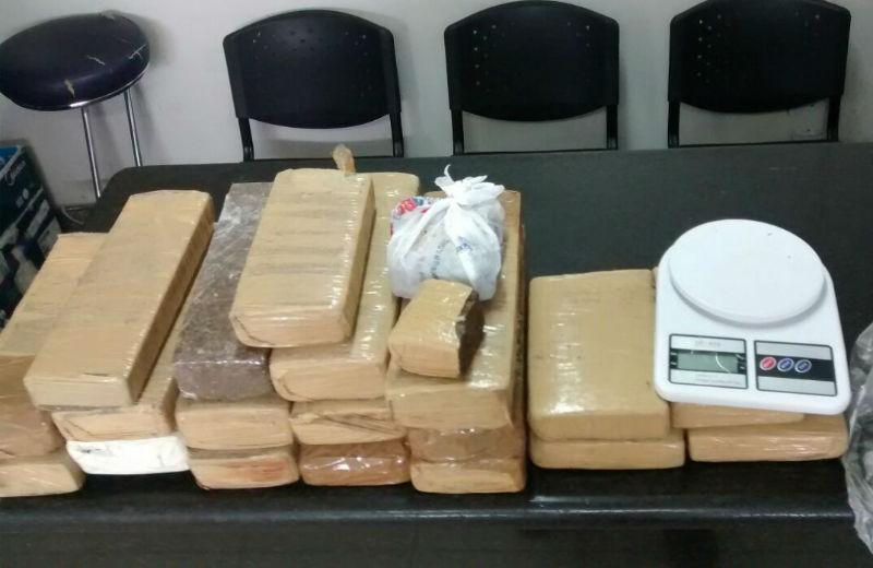 Polícia apreende 20 kg de maconha e três são detidos em Vila Velha