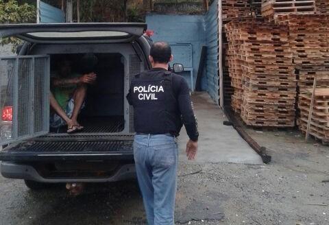 Sete suspeitos são presos acusados de receber droga do chefe do ...