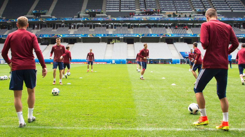 Rússia é punida pela Uefa e será excluída da Euro se torcida repetir ...