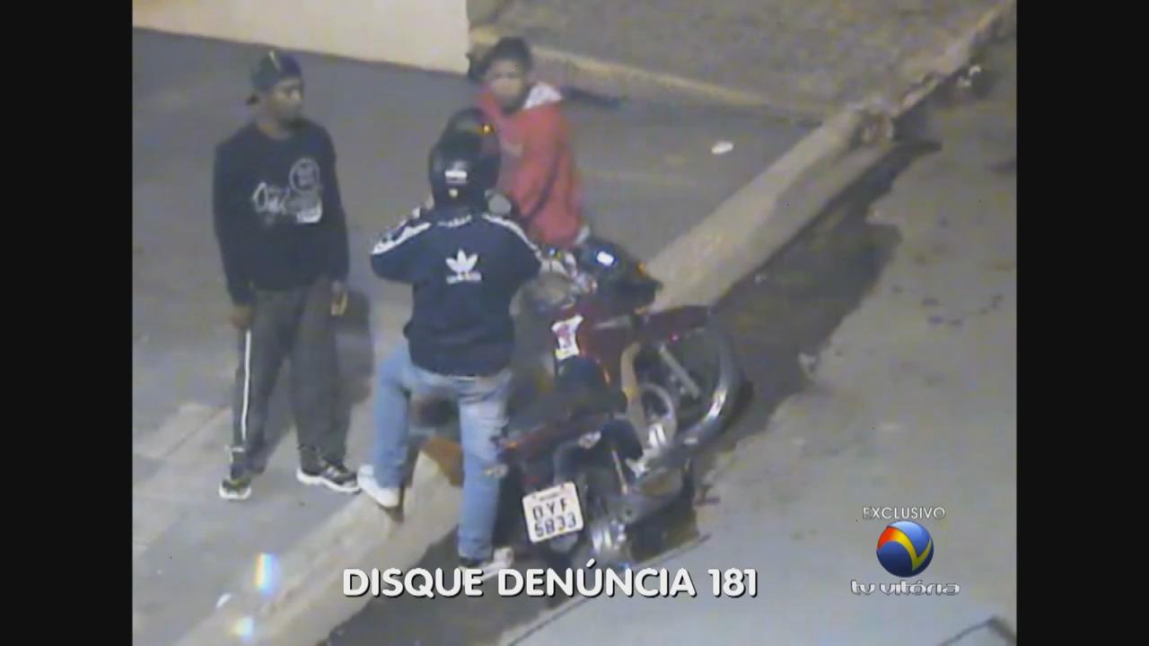 Flagra! Bandidos roubam moto de rapaz na saída de padaria | Folha ...