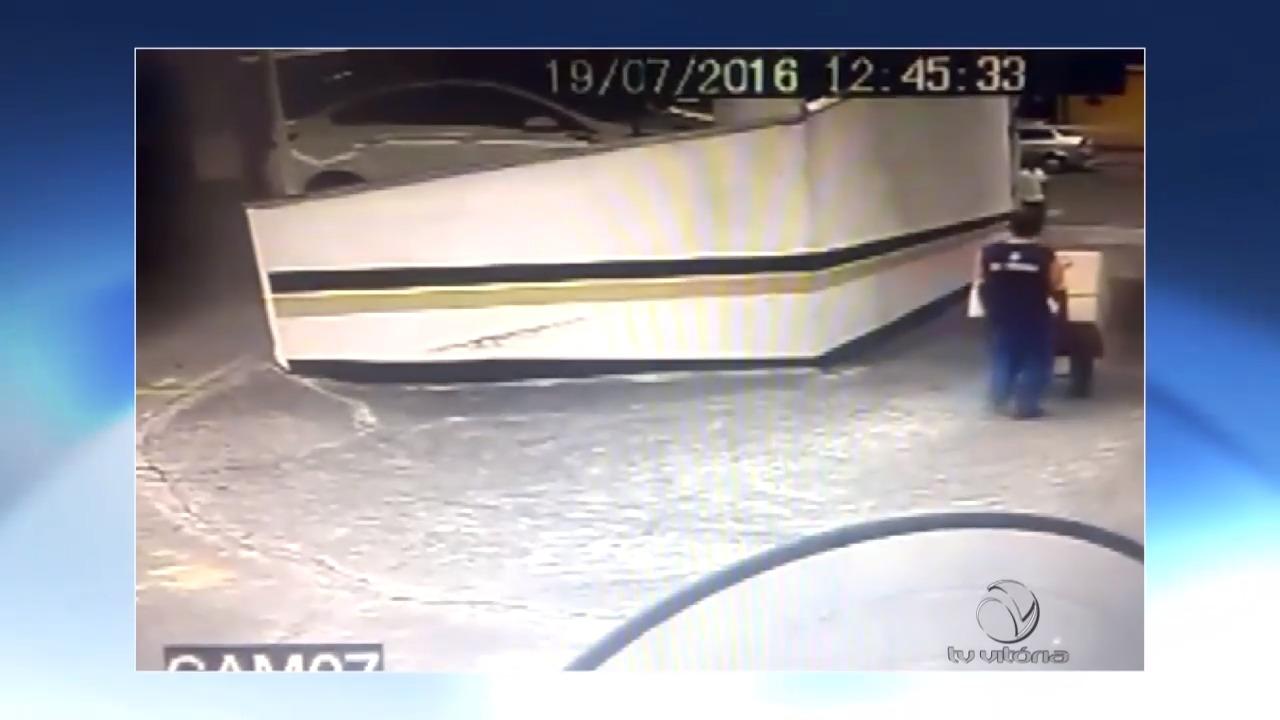 Flagra! Bandido furta bicicletas de condomínio | Folha Vitória
