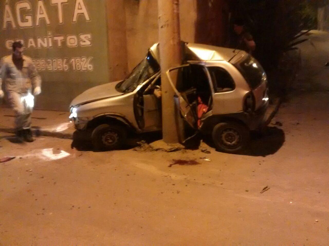 Criminosos roubam carro, sofrem acidente durante a fuga e um ...