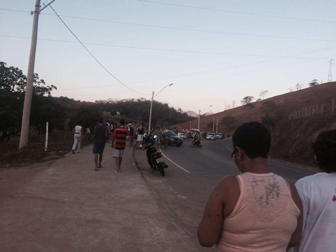 Menor foge da polícia, bate com moto em poste e morre em Castelo ...