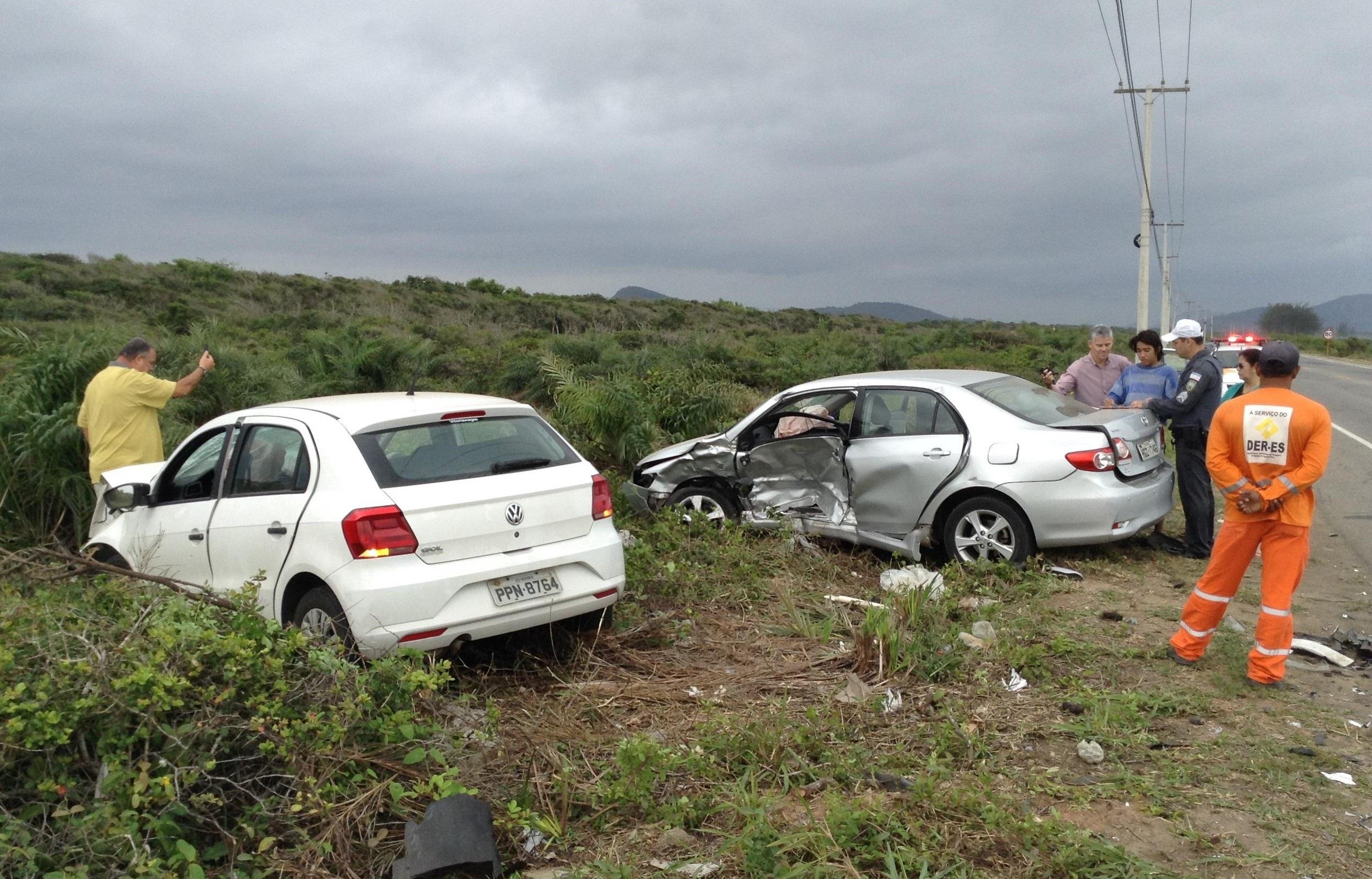 Duas pessoas ficam feridas após acidente na Rodovia do Sol em ...