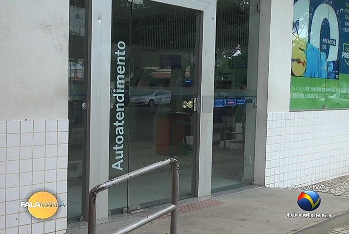 Banco onde 19 pessoas foram feitas reféns funciona apenas com ...