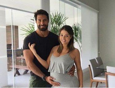 Beto Malfacini se declara para Aryane, grávida do primeiro filho do ...