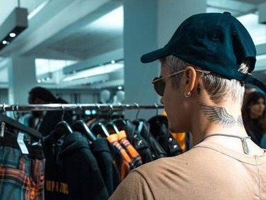 """Após pedir """"mais amor"""" nas redes sociais, Bieber nega abraço a fã ..."""