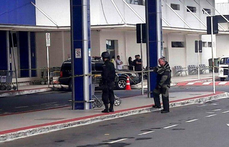 Suspeita de bomba mobiliza polícia no aeroporto de Vitória | Folha ...