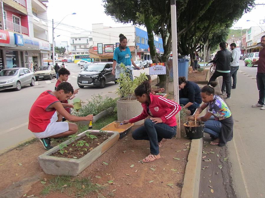 Projeto sustentável ' Cores da Terra' deixa as ruas de Guaçuí mais ...