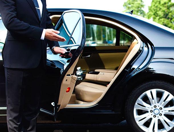 """""""Órfãos"""" do Uber, segmento de transporte executivo registra ..."""