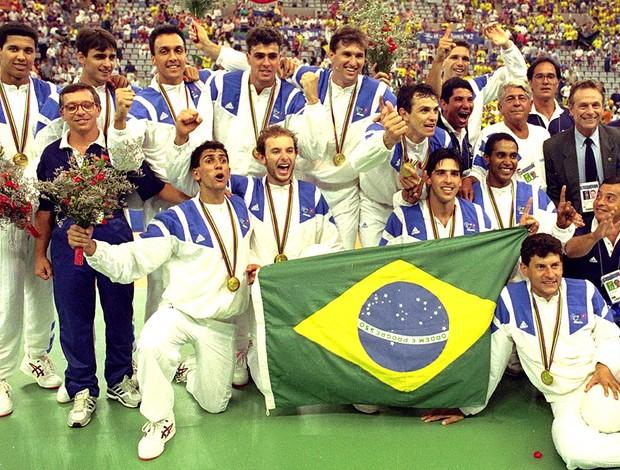 Momento Olímpico: Vôlei do Brasil conquista o primeiro Ouro em um ...
