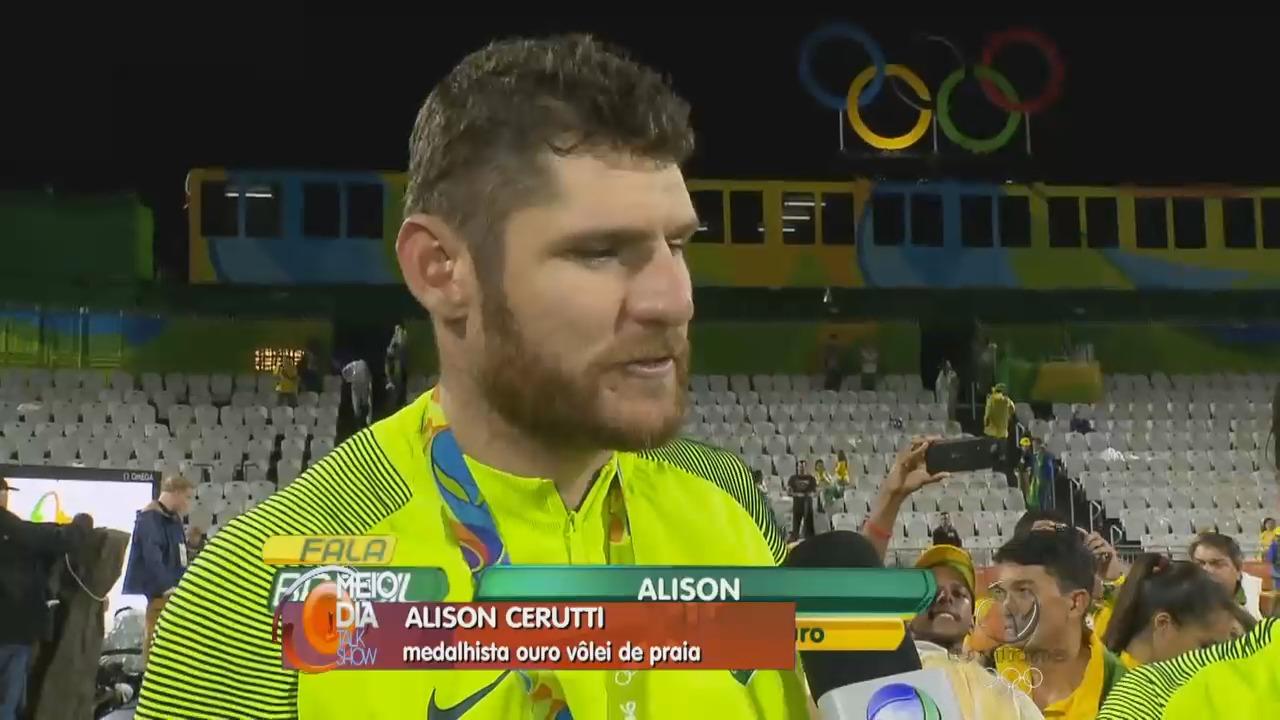 Capixaba Alison e Bruno ganham o ouro no vôlei de praia   Folha ...