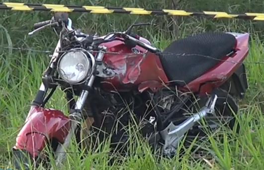Motociclista morre após bater em poste na entrada de Feu Rosa na ...