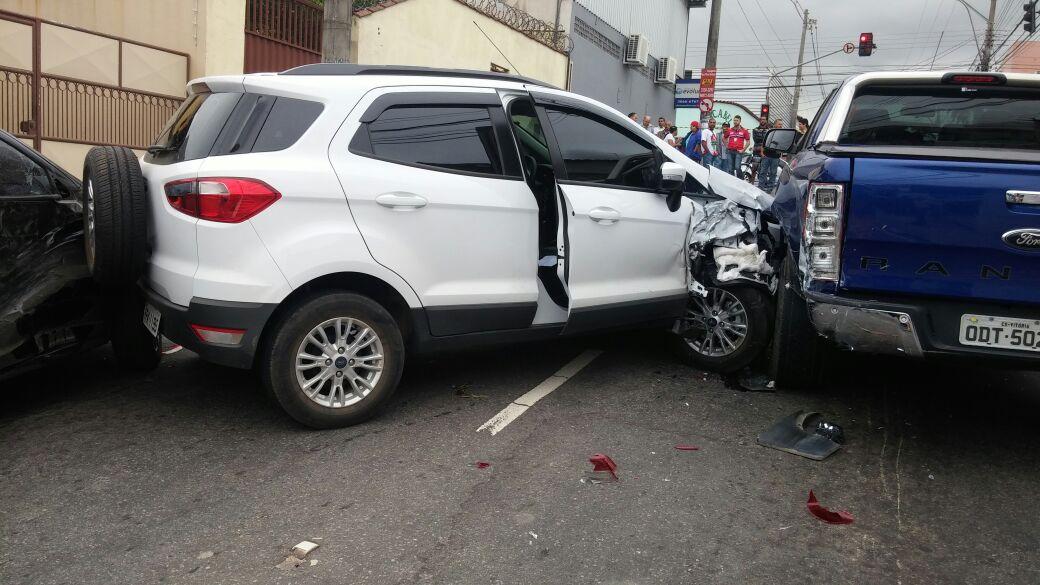 Bandidos roubam carro de professor e se envolvem em acidente ...