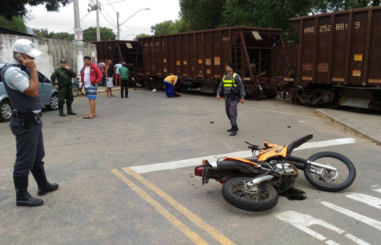 Jovens morrem atropelados por trem após fugirem de blitz em ...