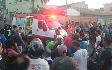 Homem morre e mulher fica ferida após moto bater na lateral de ...