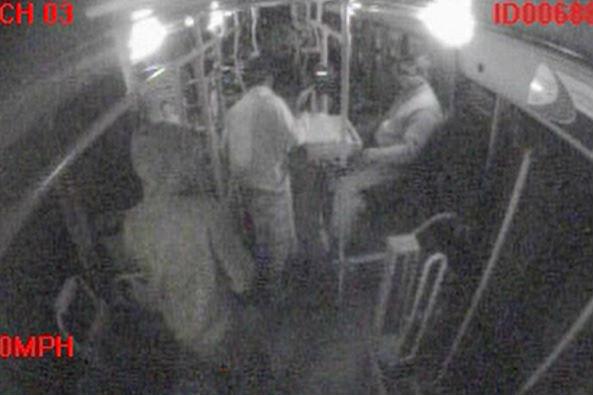 Dupla promove arrastão em ônibus intermunicipal na BR-101 em ...