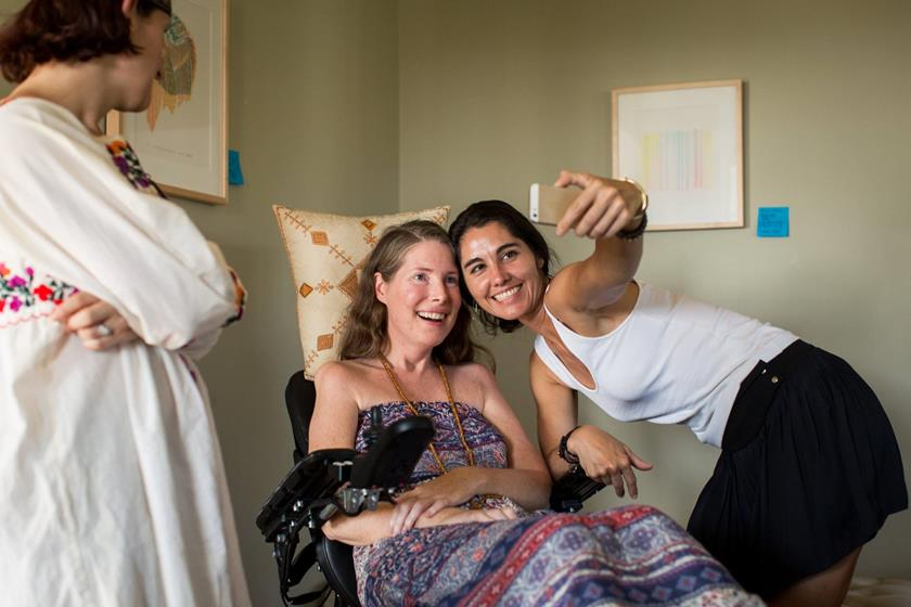 Mulher com doença terminal organiza festa com parentes e amigos ...