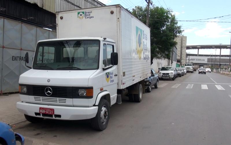Gangue ataca caminhoneiro e leva carga de sapatos avaliada em R ...