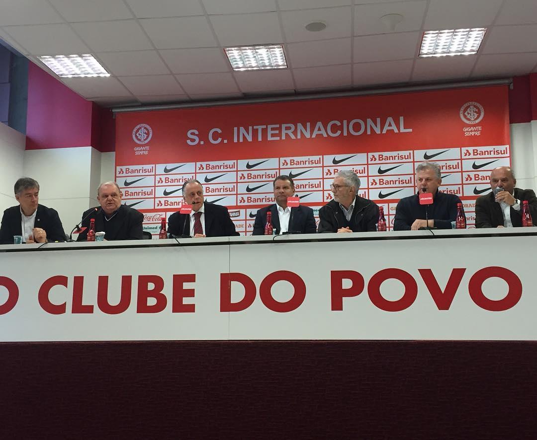 Celso Roth assume o Inter e pede comprometimento para o time ...