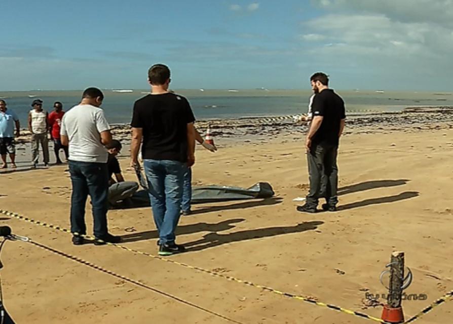 Homem é assassinado e corpo é encontrado em praia da Serra ...