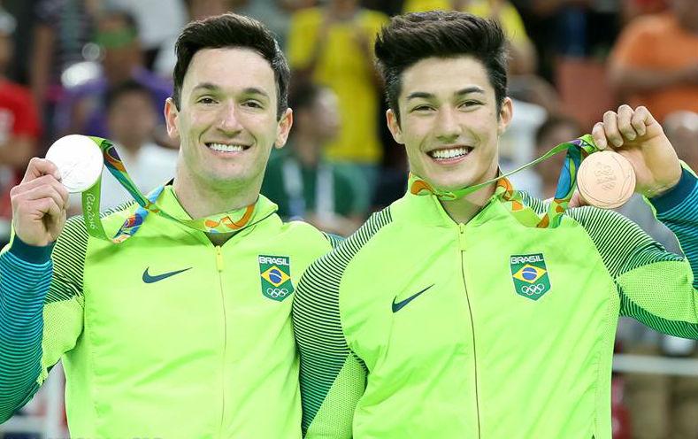 Brasil dá show com prata de Diego Hypolito e bronze de Arthur Nory ...