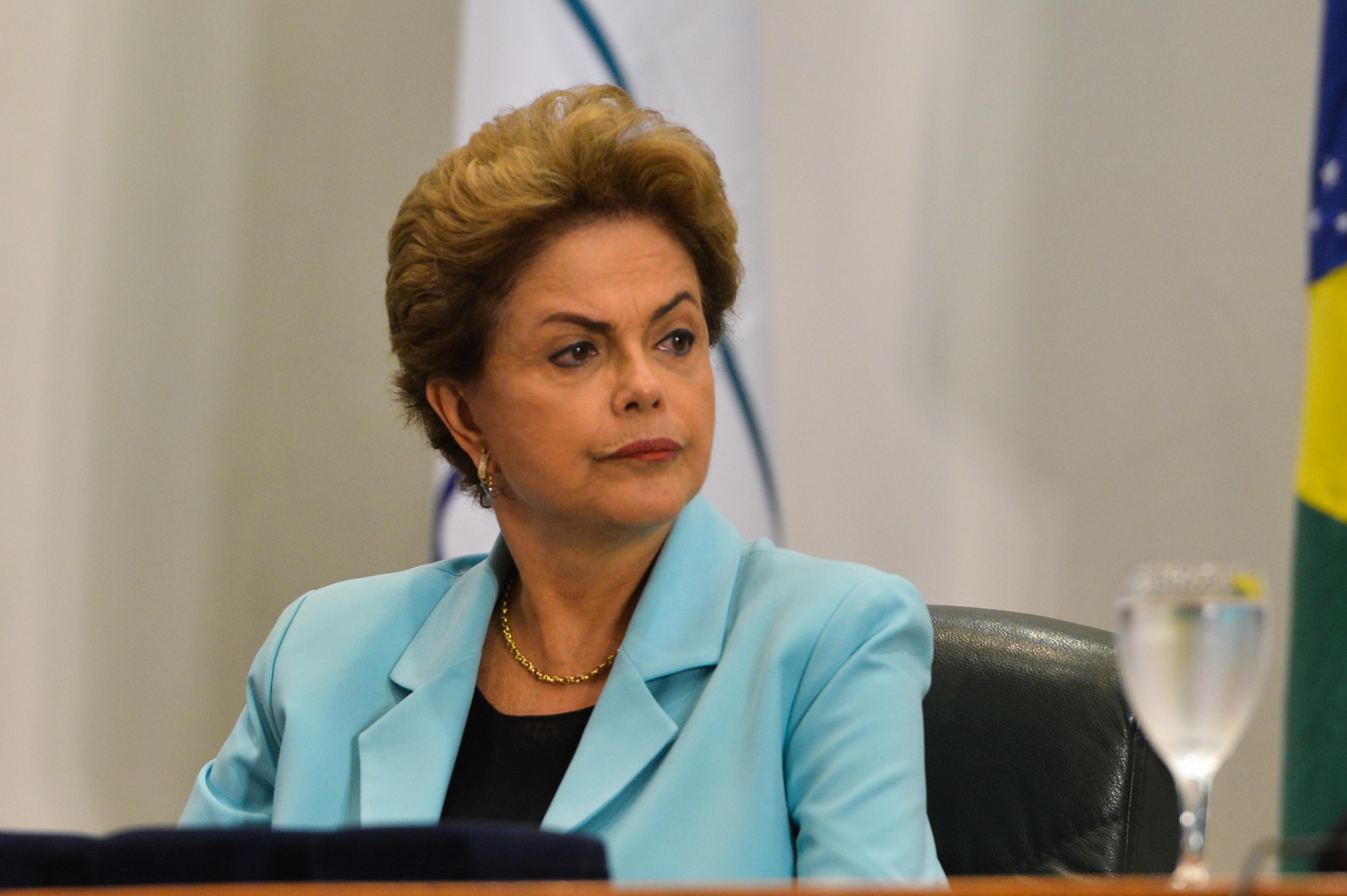 'Não vou dar esse presente para eles', diz Dilma ao negar renúncia ...