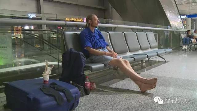Homem passa 10 dias em aeroporto à espera de namorada virtual e ...