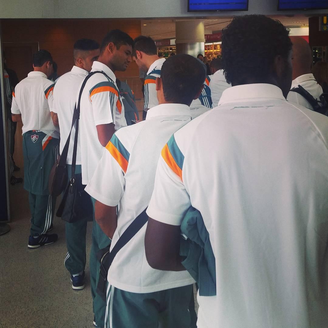 Elenco do Fluminense desembarca em Vitória para jogo no Kleber ...