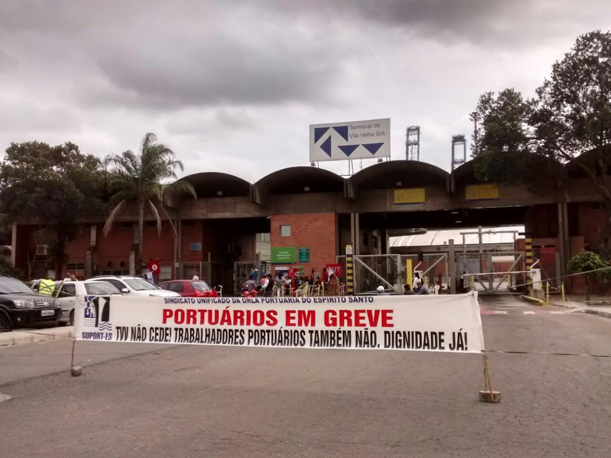 Portuários fazem greve e paralisam o serviço no terminal em Vila ...