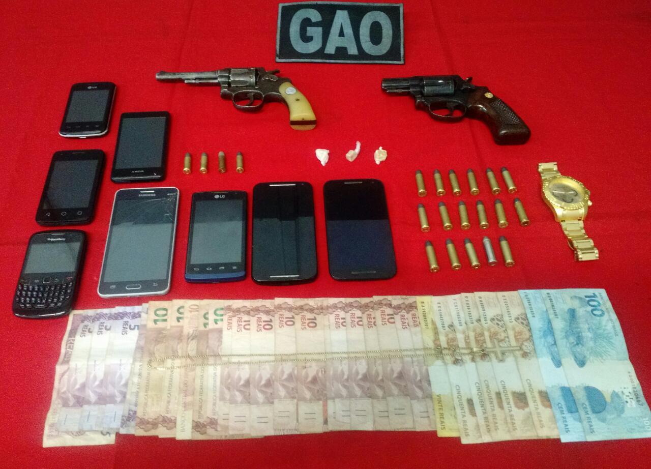 Armas, munições e drogas são apreendidas durante operação no ...