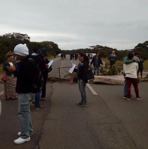 Após quase 6 horas de manifestação, moradores encerram protesto ...