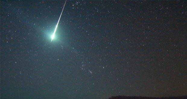 Maior chuva de meteoros da década acontece hoje. Saiba como ...