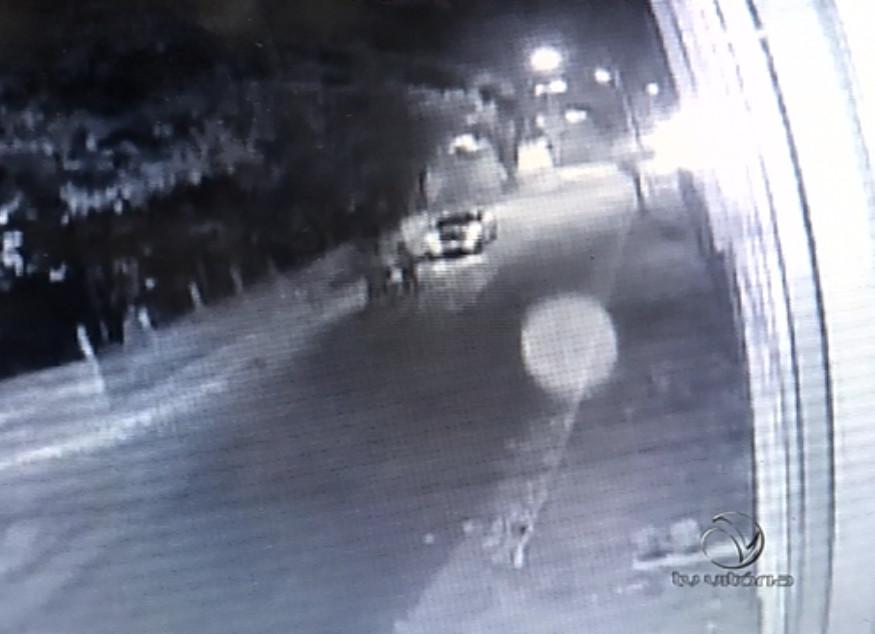 Câmera de segurança flagra jovem sendo morto a tiros em Cariacica