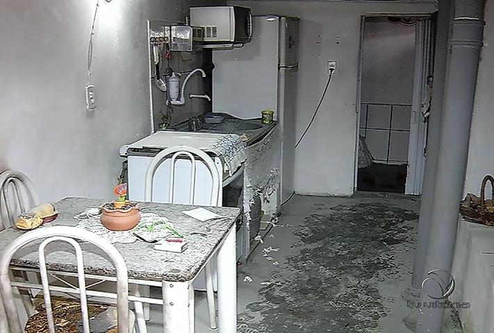 Suspeita de atear fogo em mulher em VV continua foragida | Folha ...