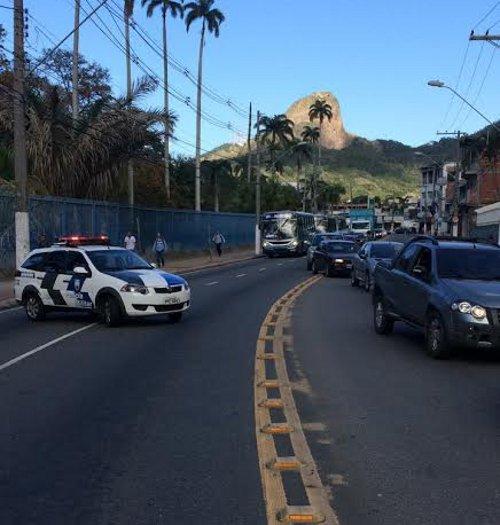 Trânsito parado, discussão e protesto nesta sexta-feira em Vitória ...