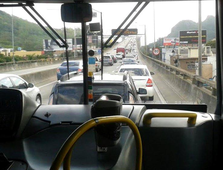 Motoristas enfrentam congestionamento nesta quarta-feira na ...