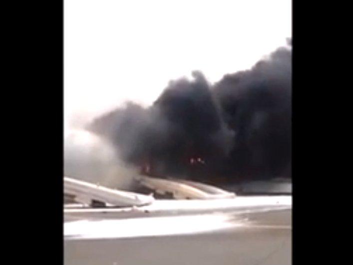 Avião explode durante pouso no aeroporto de Dubai. Assista ao ...